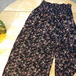 American Eagle. Wide Leg Pants. Floral Print.